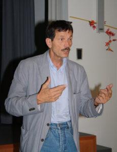 Ueli Mäder, Professor für Soziologie an der Universität Basel referierte zum Thema Armut in der Schweiz